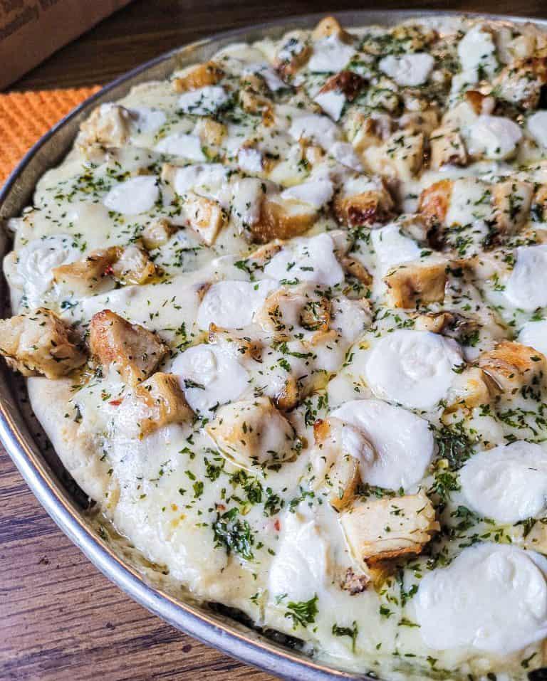 Garlic Chicken Pizza with White Sauce